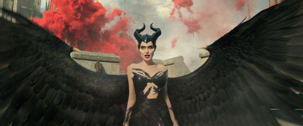 安祖蓮娜祖莉飾演的黑魔后今集仍然架勢又可愛,還遭陷害。