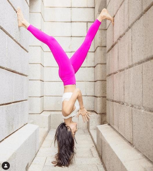 一二年已考瑜伽牌的她,經常在網上分享教學影片。