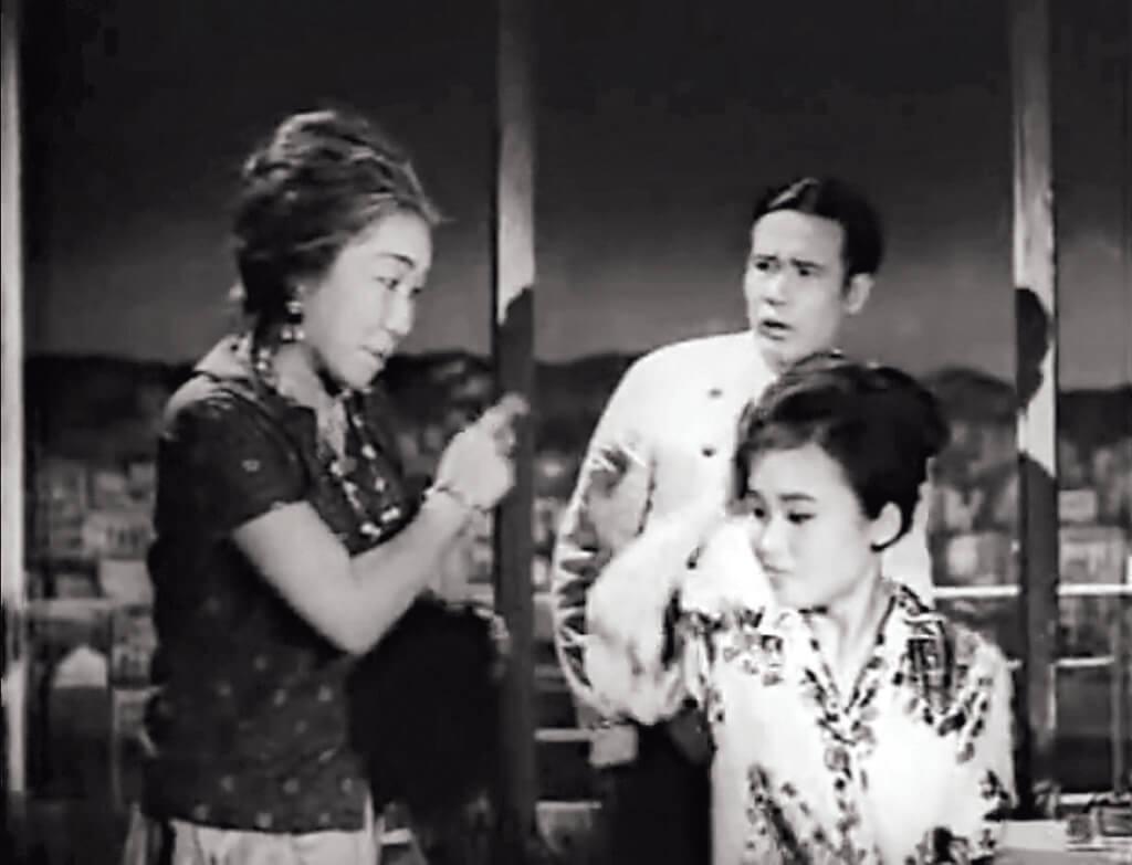 雪妮不停到洗手間換妝,以三個身份出現於三王面前,最終被陳立品扯下假髮拆穿。