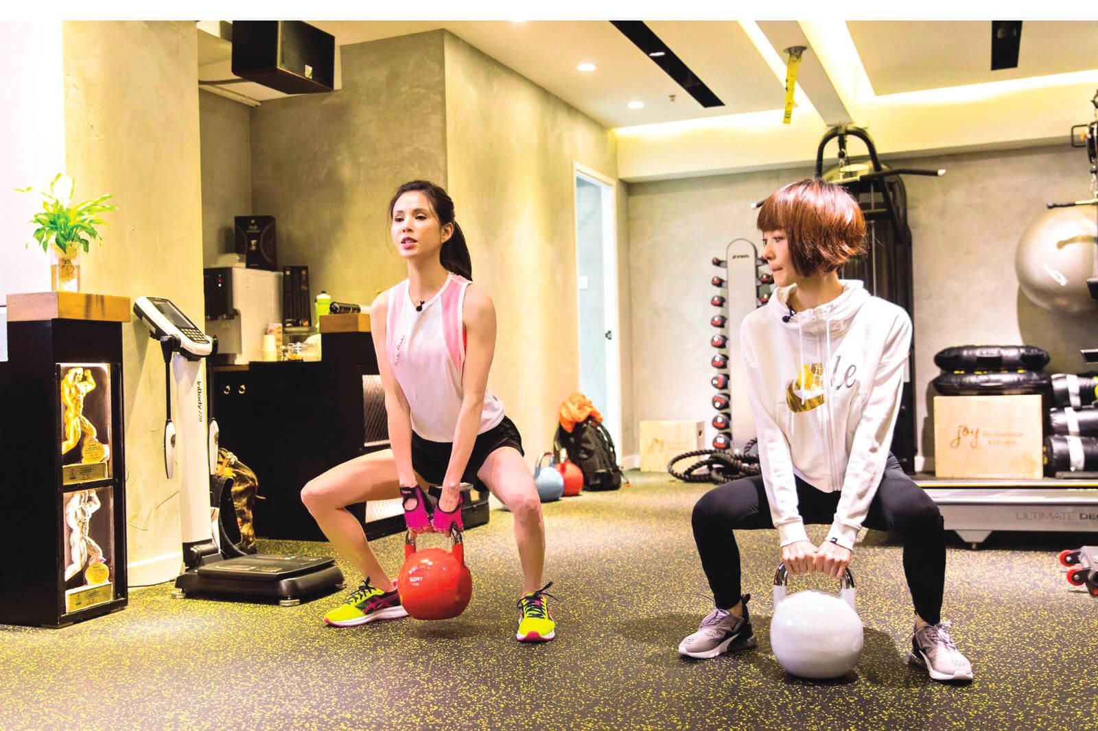 迷上健身已二十年,李若彤會追看YouTube健身短片自學。