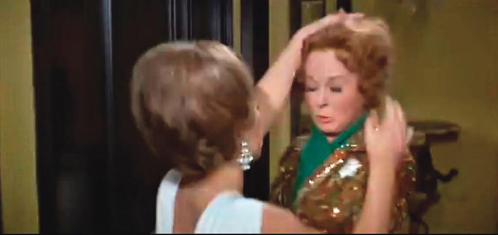 電影中,代替茱迪嘉蘭被柏蒂杜琪摘下假髮的是蘇珊希活。