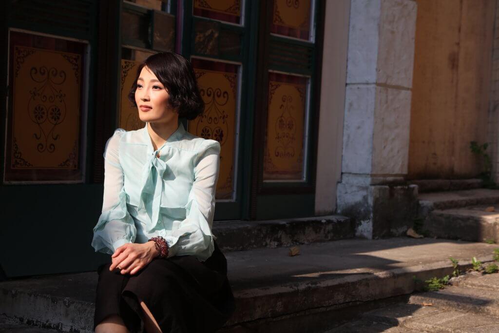 何綺雲由模特兒轉型做藝員,捱足十多年,終憑《愛.回家》系列角色,成功入屋。