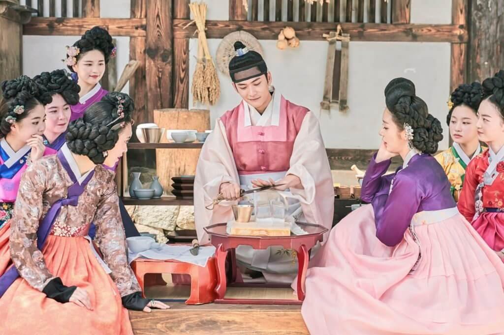 姜泰伍飾演只喜歡東珠一人的古代暖男,也是唯一知道她過去的人。