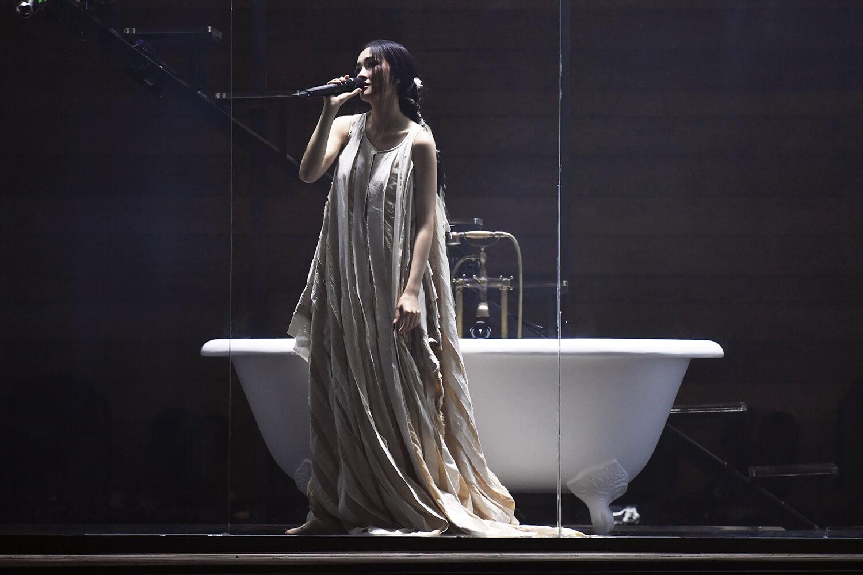 浴缸好像已變成Kay的標誌,在人妻企劃中當然出現這一幕。
