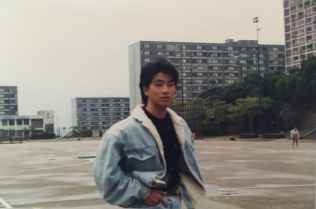 張松枝小時候住在藍田公屋,十六歲便被廣告公司睇中邀請試鏡。