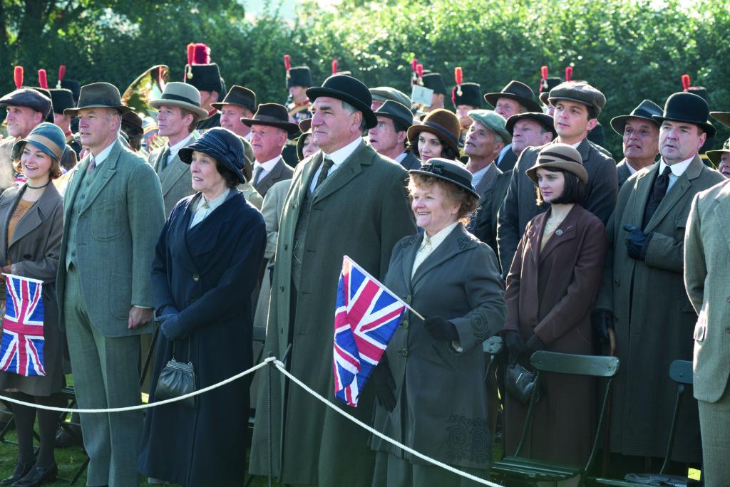 片中看到英國人當時對王室又愛又恨的態度