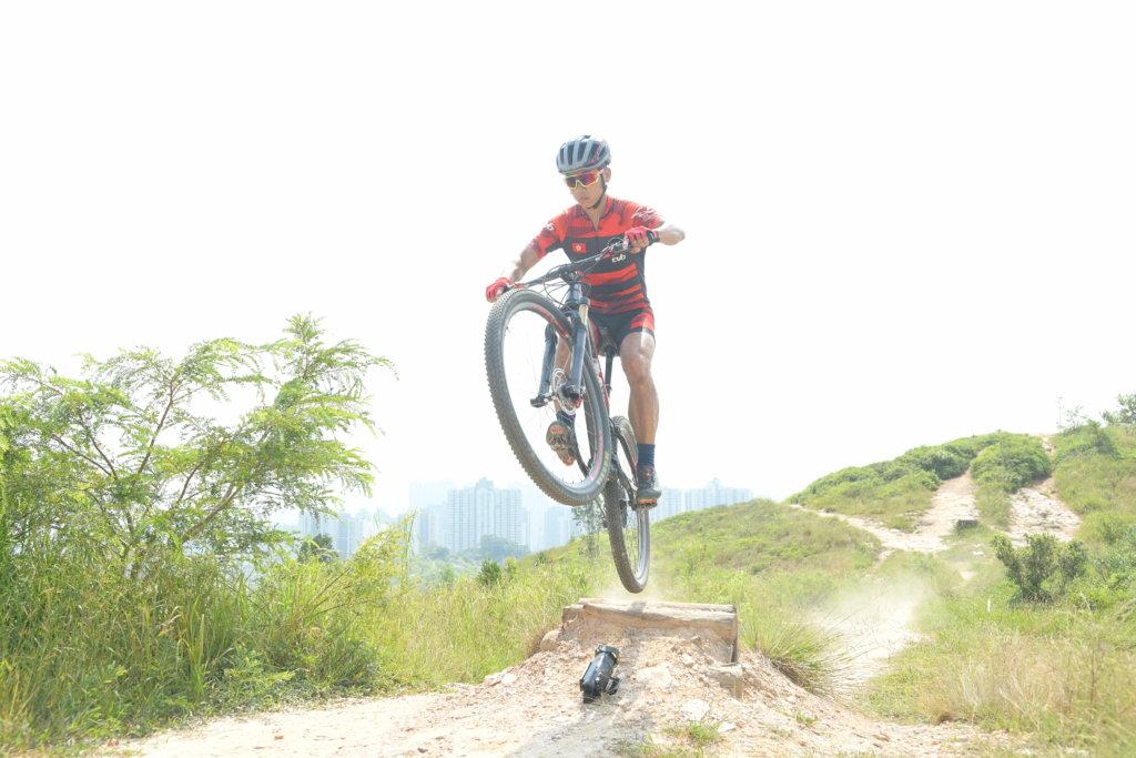 陳振興中學時瞞著父母,偷上山踩單車。