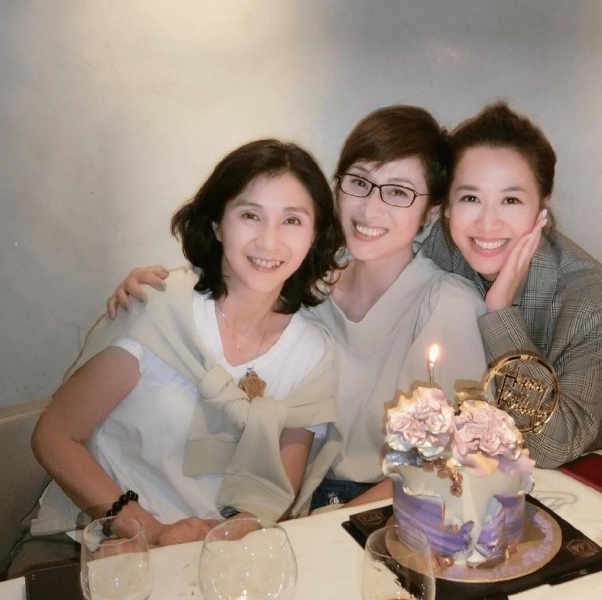 Monica早前與王愛倫及岑杏賢一同慶生