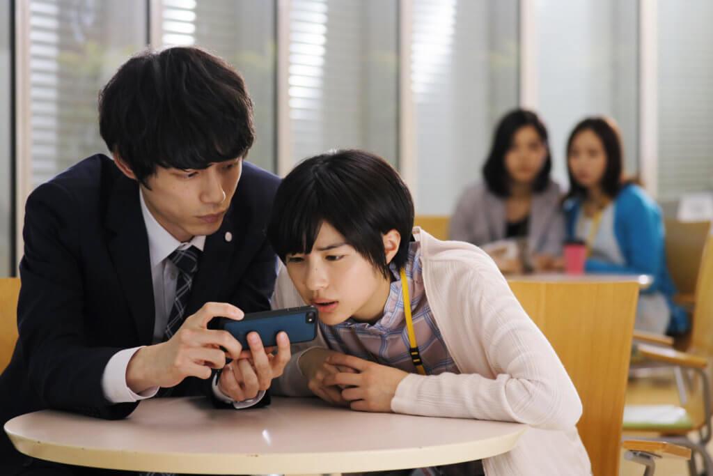 坂口令暗戀他的女同事變機迷