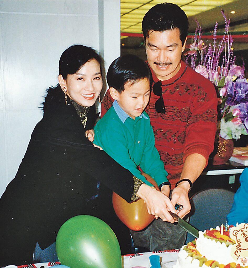 黃錦燊娶了美麗花旦趙雅芝為妻,兩人育有一子黃愷傑。