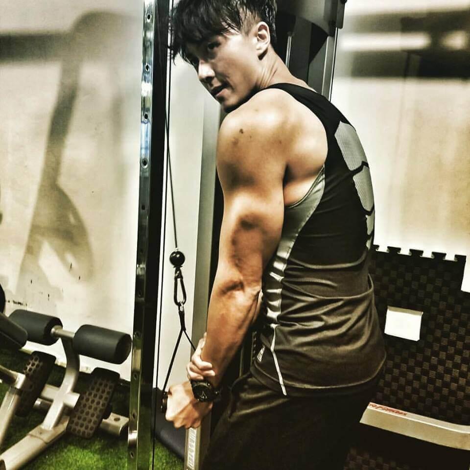 王浩信連續在九套劇中要除衫騷肌,他坦言健身已成為習慣。