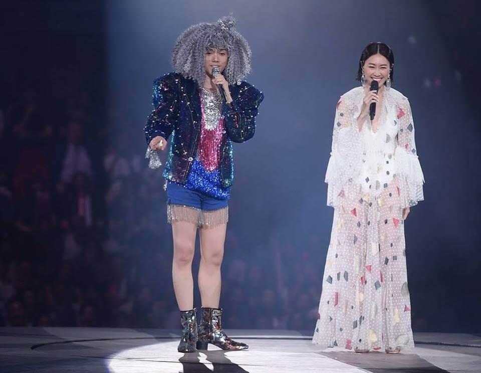 《亂世情侶》是劇集歌曲外首支作品,和基仔齊齊拍MV。去年軒仔一連六場《HINSIDEOUT 張敬軒演唱會》,亦預留一晚讓胡定欣做嘉賓。