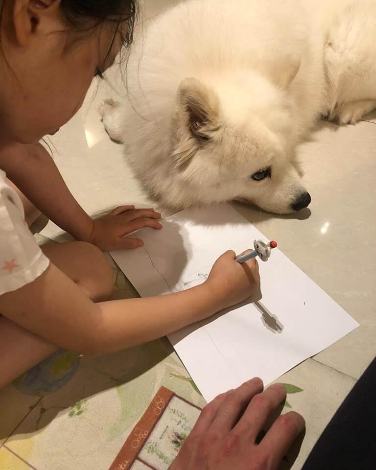 王浩信表示跟女兒相處像朋友,他認為不需以強勢態度令女兒明白事理。