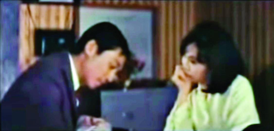 電影《藍色酒店》開場時,酒店服務生雪妮的視線無法從「官仔骨骨」的曾江挪開。