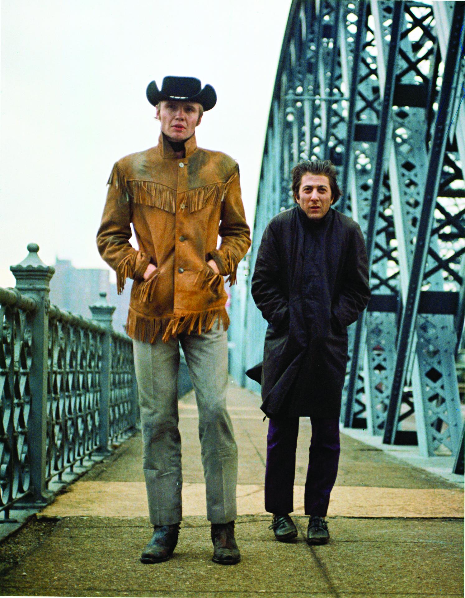 電影《午夜牛郎》中,莊威飾演的「牛郎」與「馬伕」德斯汀荷夫曼生活在社會最底層,「賣身」換來的不過是牛奶麵包。