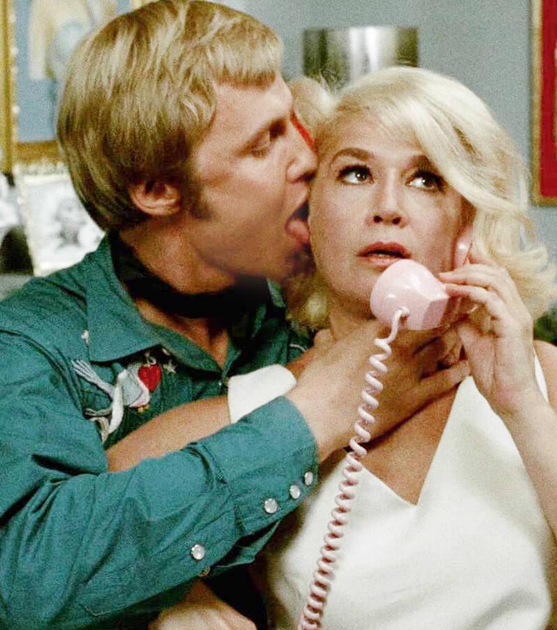 Cameo Role 往往讓演員冷手執個熱煎堆。誰會料到六分鐘的銀幕時間,演的又是不見得討好的「姣婆遇上脂粉客」,但Sylvia Miles 就是憑《午夜牛郎》提名奧斯卡最佳女配角。