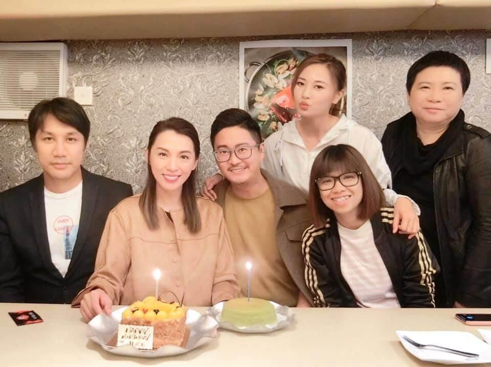 早前煒哥生日,與男友、何國鉦、朱晨麗及一眾好友慶生。