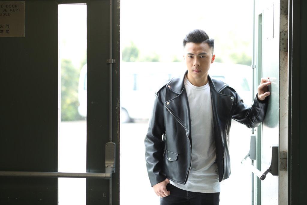 姚宏遠於美國大學畢業後,決心返香港闖一闖。