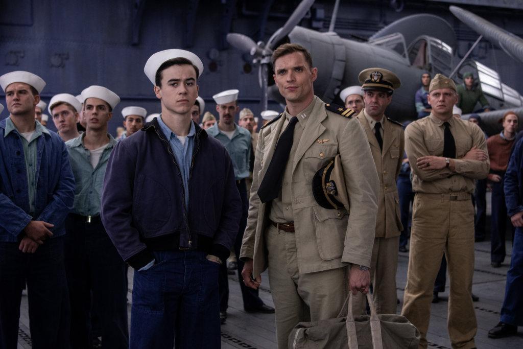 《權力遊戲》男星艾德斯克林(右)飾演美國海軍轟炸機中隊海軍上尉指揮官,戲分極重。