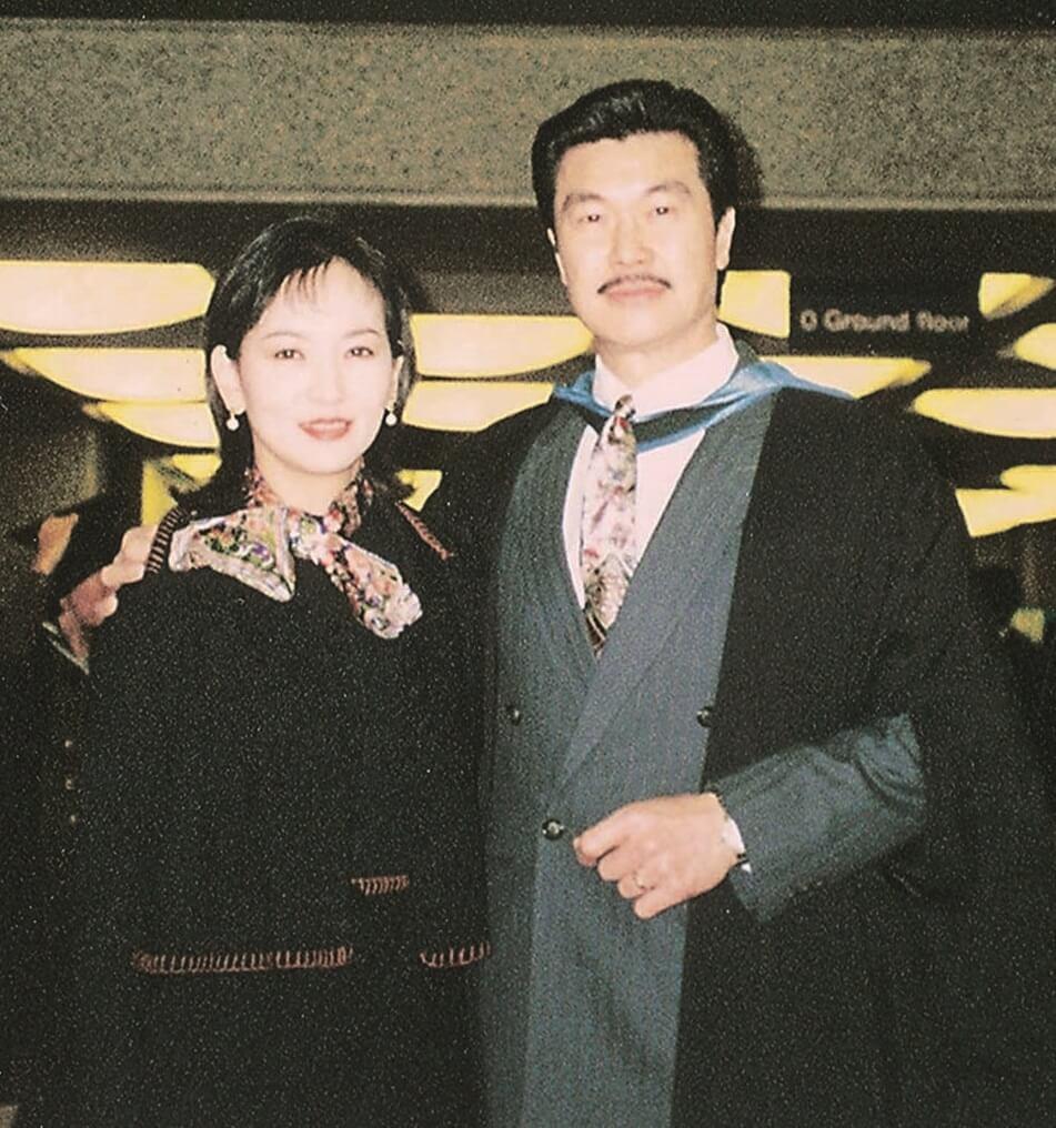 趙雅芝支持丈夫轉行做大狀,黃錦燊穿起袍,做了執業大律師十九年。