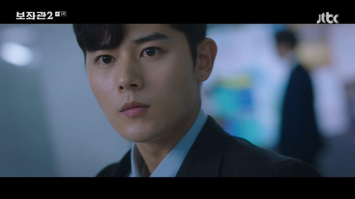 韓道京(金桐俊飾)上季被張泰俊狠狠地背叛,轉到姜善英的麾下。