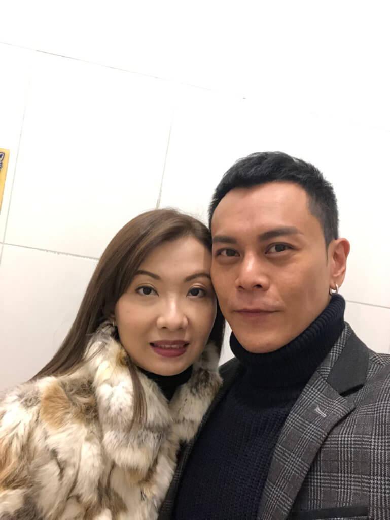 李天翔表示太太分析能力強,他決定離巢外闖,亦獲太太全力支持。