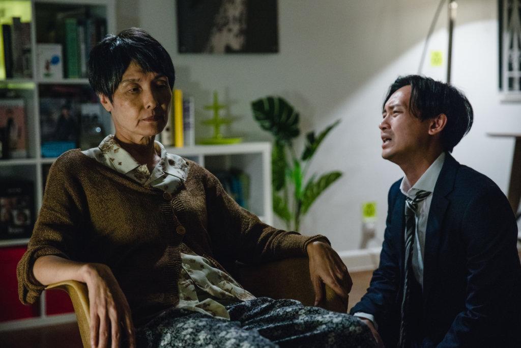 凌文龍在戲中因照顧腦退化症的媽媽太大壓力,漸漸患上精神病。