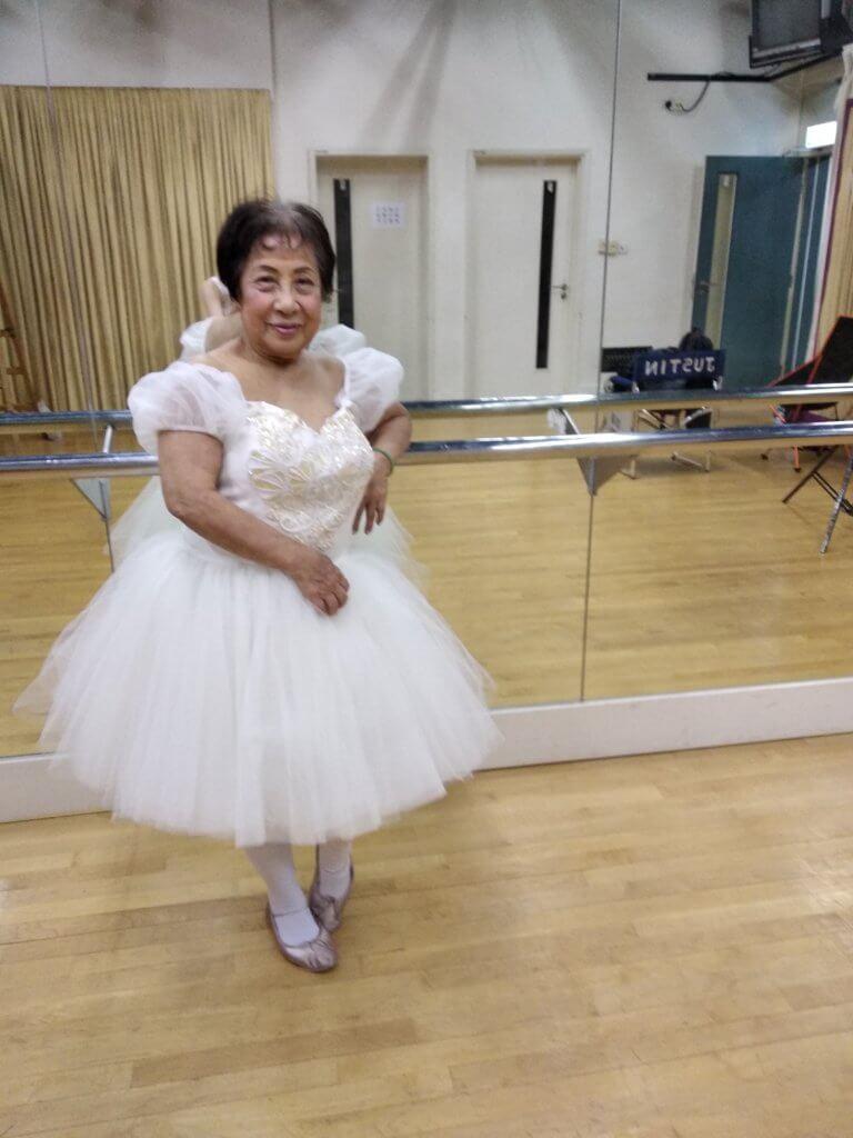她更正有些報道指她曾是芭蕾舞老師,其實當年只是助教。