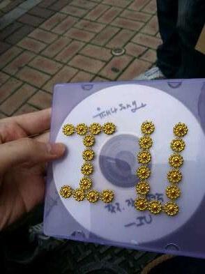 IU曾親自燒製粉絲歌CD,還把CD套裝飾得靚一靚。