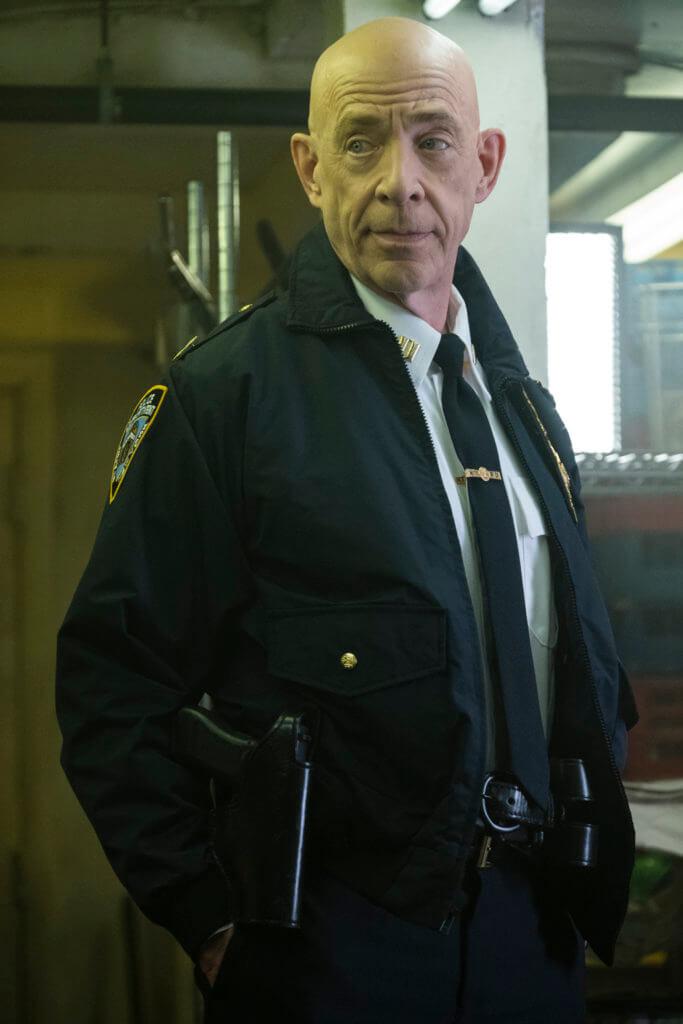 J.K.西蒙斯飾演的警司是黑警頭目