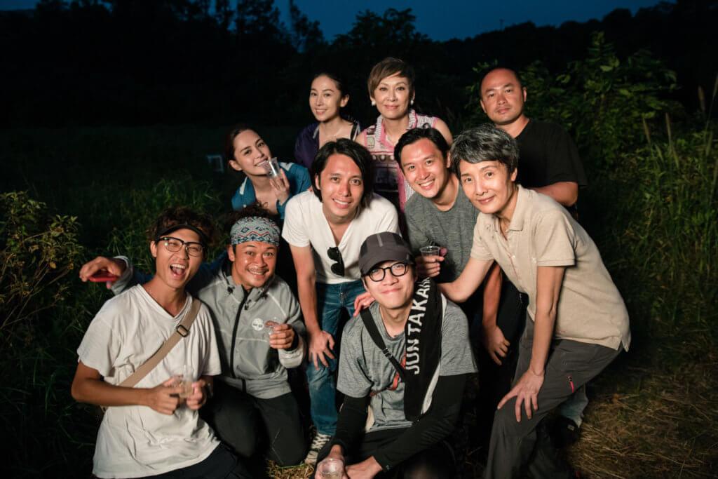 雖然正值夏天,一眾演員拍到滿頭大汗,但也很開心。