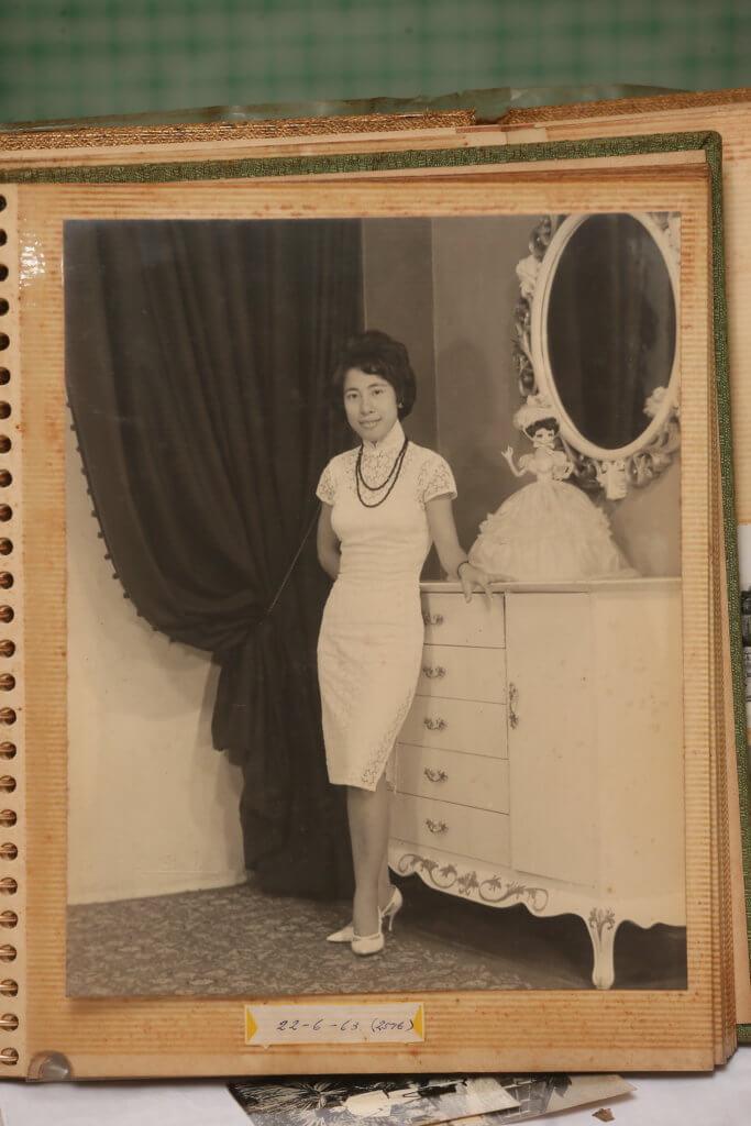 年輕時的她,很喜歡到影樓拍照。