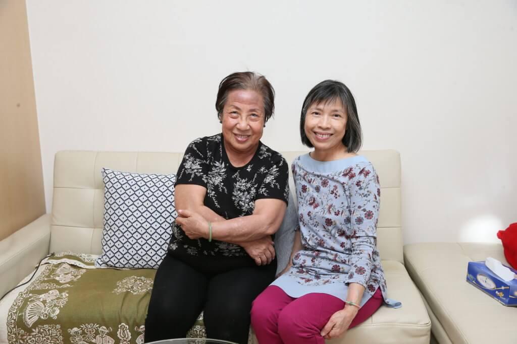 入行後,她認識了同是演員的歐陽燕萍,二人相識廿多年。