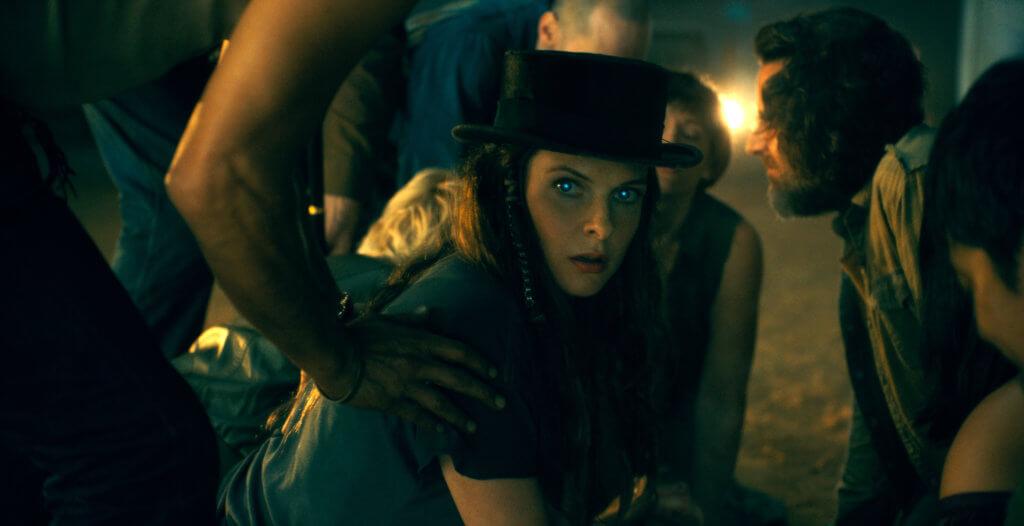 莉碧嘉費格遜飾演的高帽羅絲,甚有《吸血新世紀》神怪角色味道。