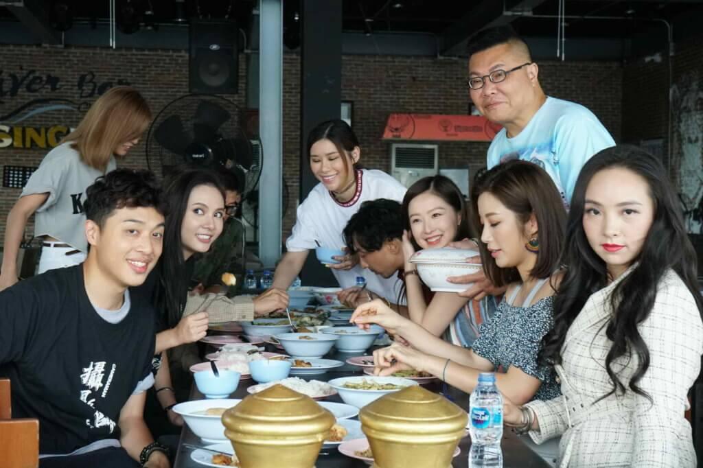 演員潘伯仲、小美和樂瞳等一起跟李璨琛出外醫肚。