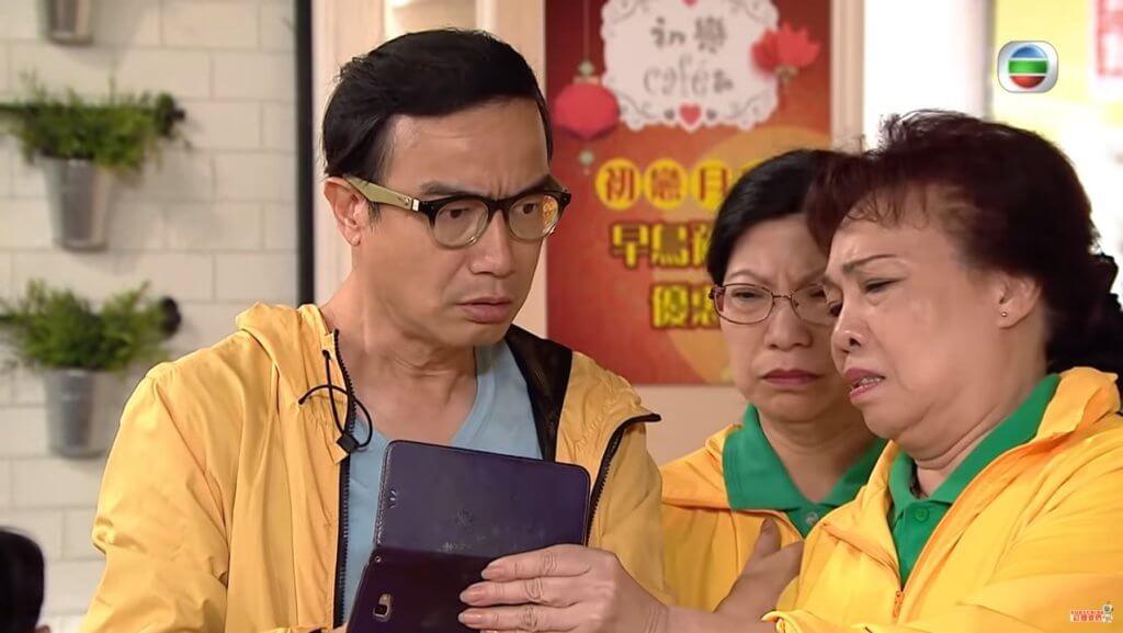 鍾志光在《愛‧回家之開心速遞》中飾演初戀Café的老闆佳叔,只要有餐廳戲分,就會見到他出現。