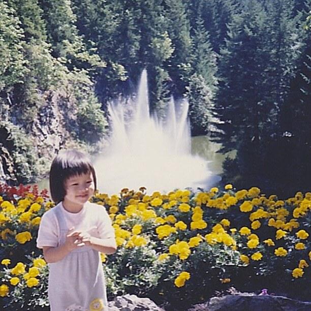 麥美恩生於加拿大,小時候是個得意妹。