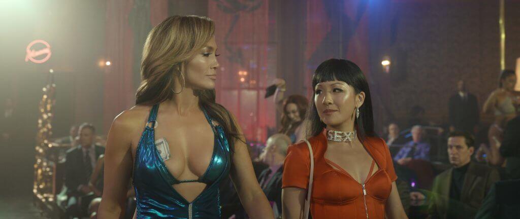 J Lo(左)與吳恬敏片中遇上不景氣,鋌而走險,愈騙愈大。
