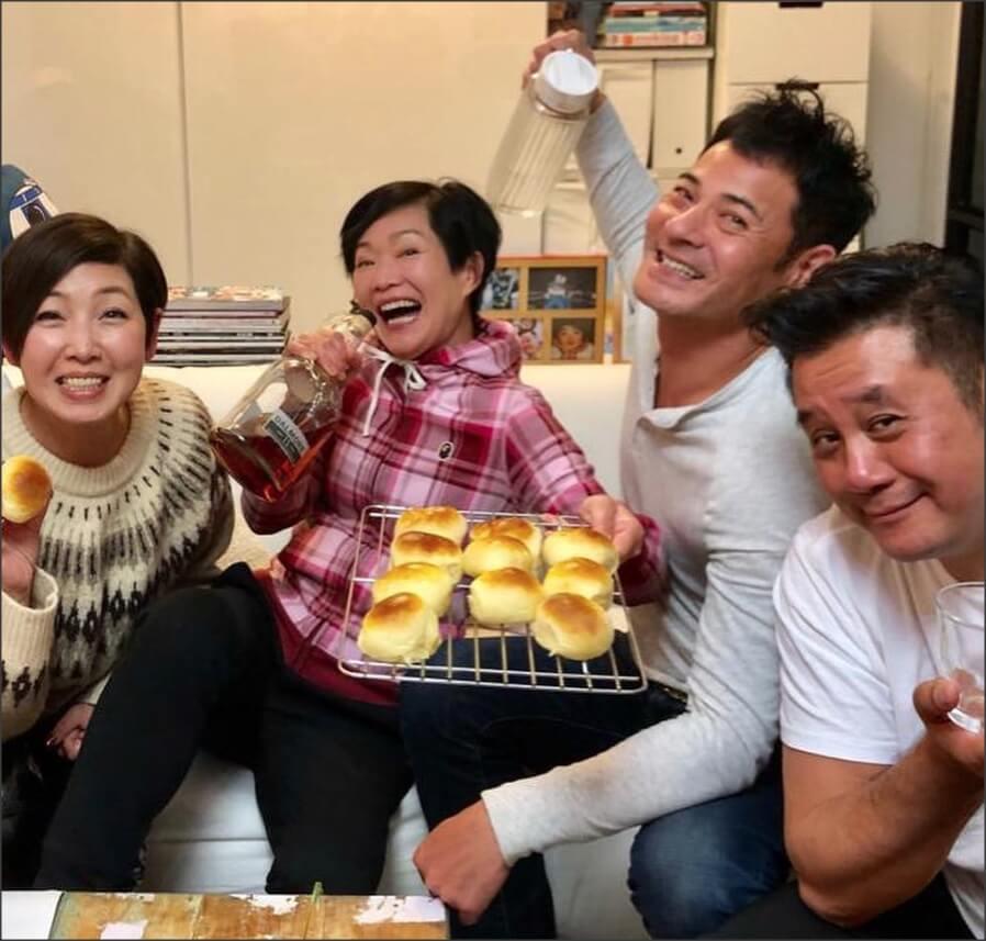 譚玉瑛現在最常約吃飯飲酒的朋友,是《閃電傳真機》舊拍檔黎芷珊、黃智賢、麥長青。