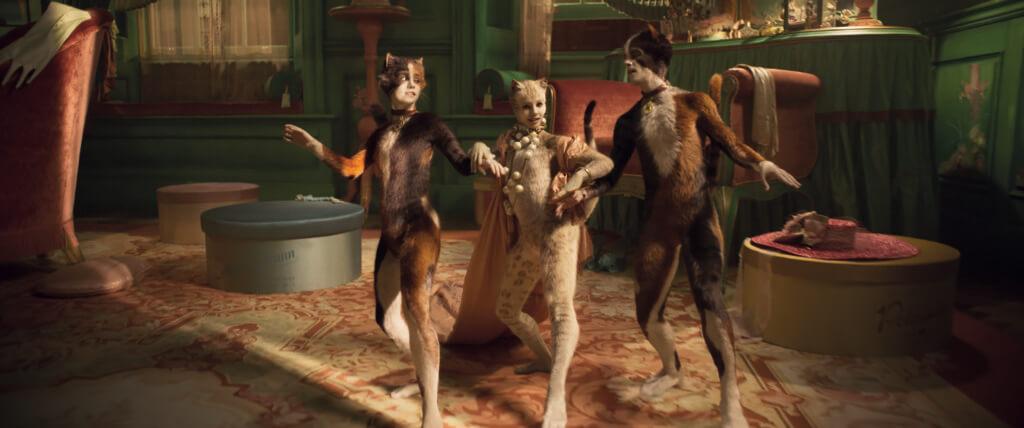 電影版《Cats》是一個怪異、令人意想不到的音樂劇,故事圍繞一羣名為「聚樂谷的貓」的遭遇。