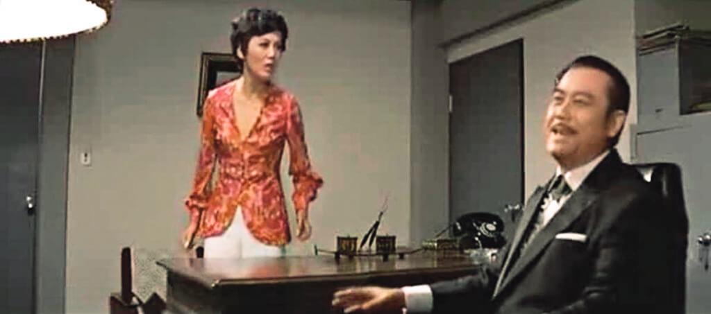 除了夏萍,一九七○年從粵語片跨足國語片出現在邵氏出品的《女子公寓》裏,還有性格演員李鵬飛。兩位的對手戲別有一番滋味,因為人面依舊,腔音全非:國語對白,演戲的都是配音員。