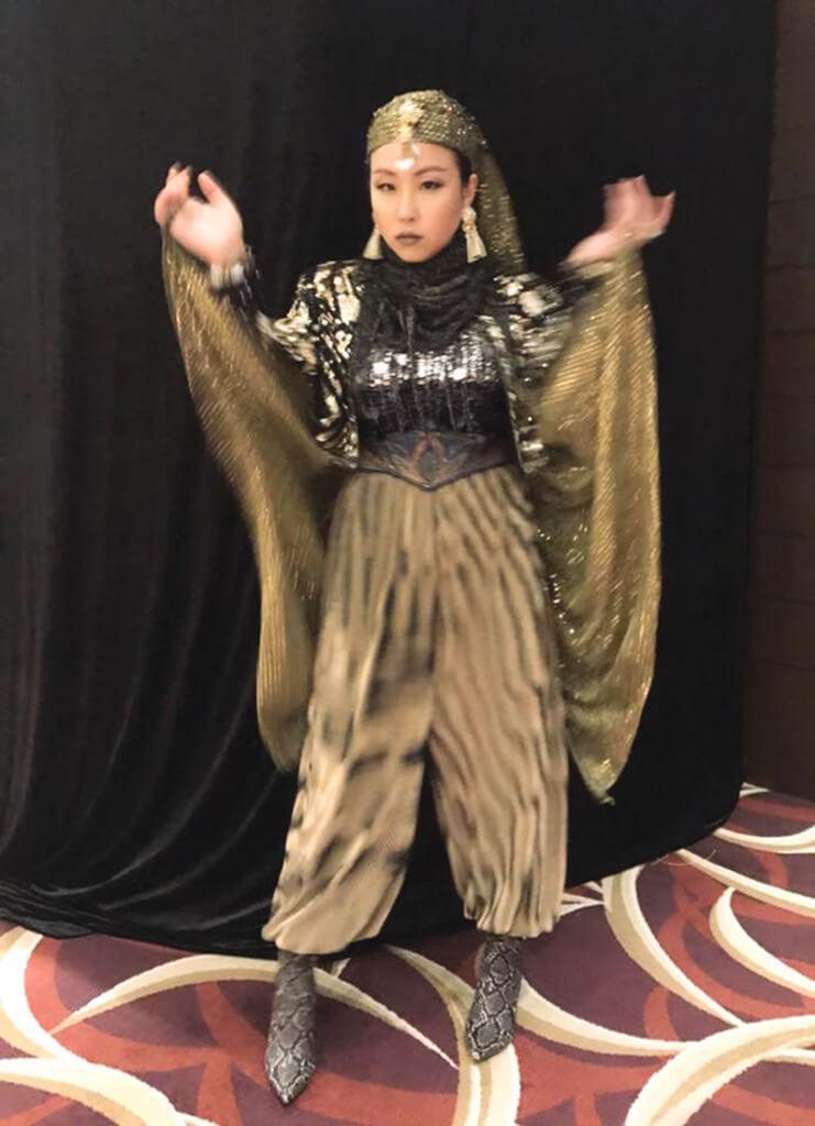 楊詩敏不止能演,也能歌善舞,更是扮嘢高手。