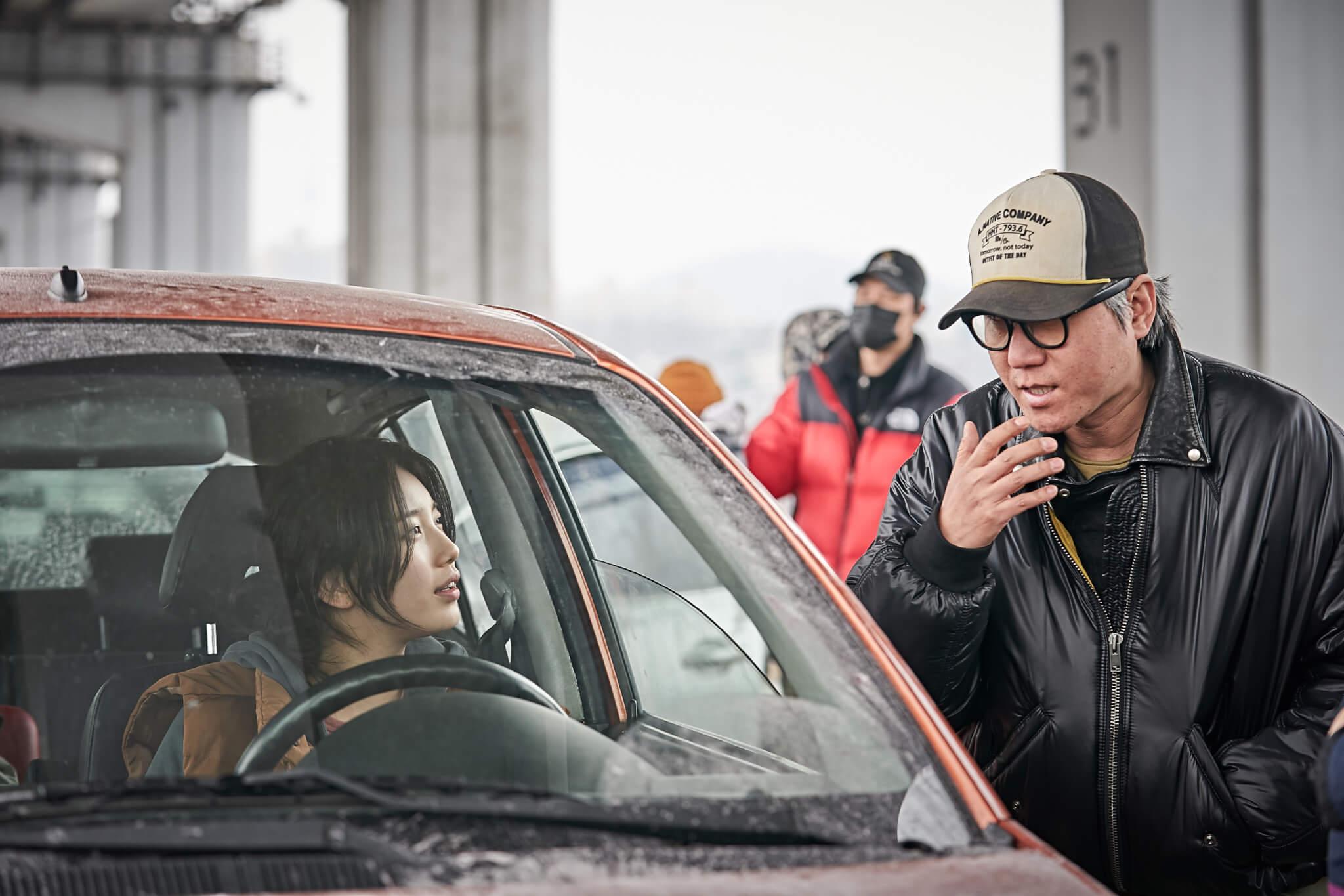 秀智飾演河正宇的大肚老婆,要陀着巨肚不斷走難,又要擔心身在北韓執行任務的老公。