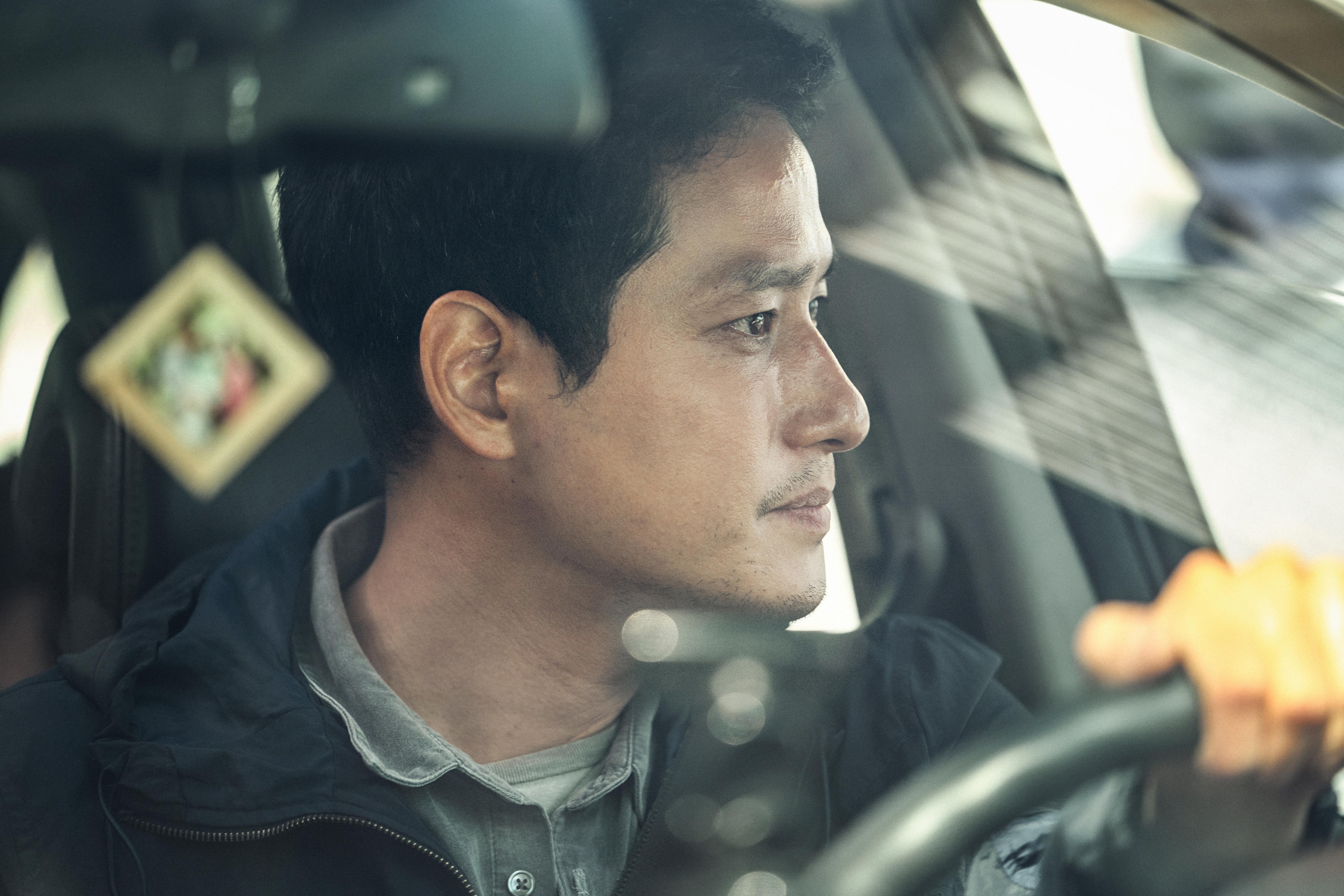 朴解浚飾演李英愛的丈夫,於尋找兒子期間遭到作弄,間接令他喪命。