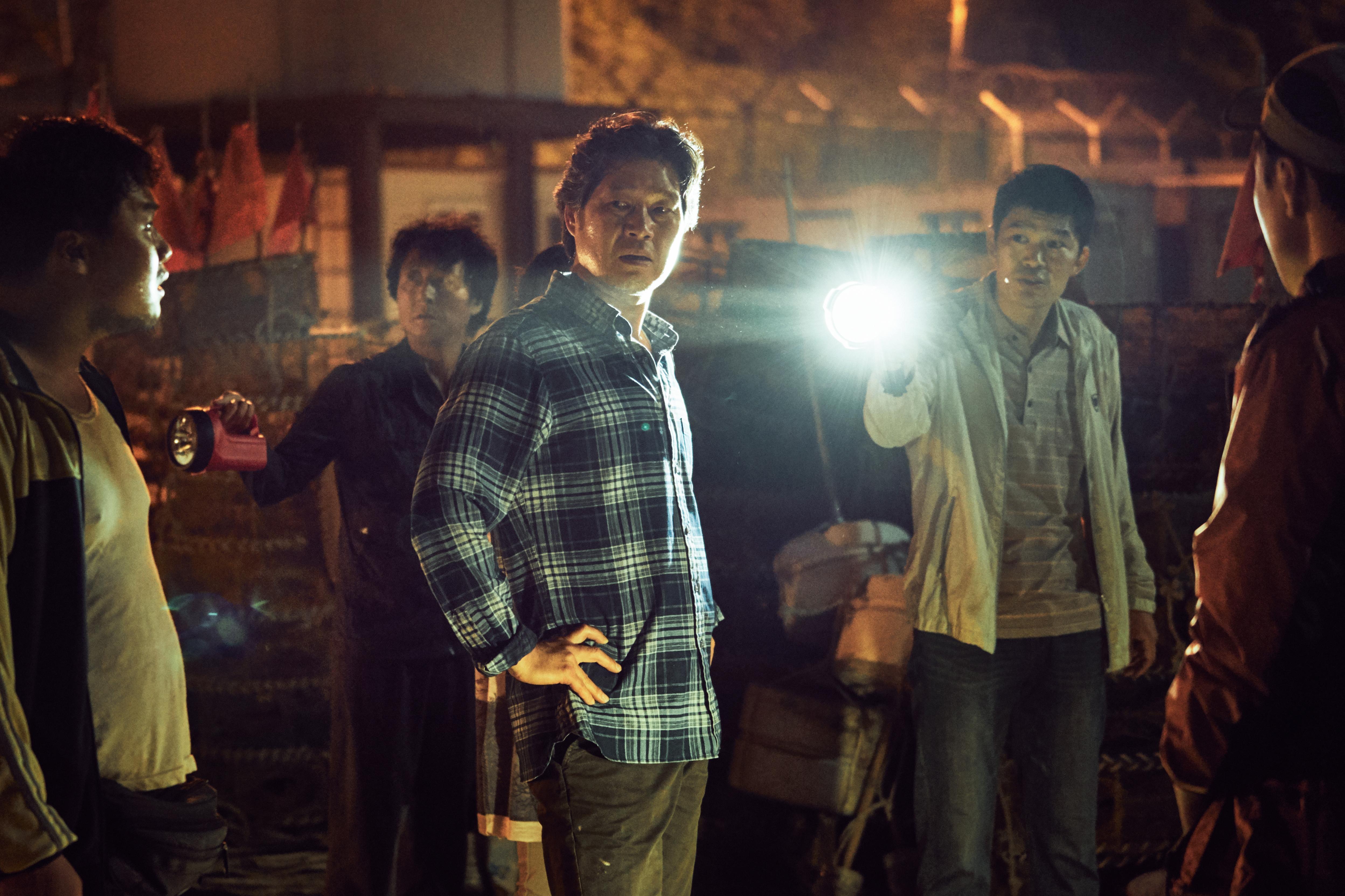 劉宰明飾演魔警,跟邪惡的村民隱瞞失蹤小孩的下落。
