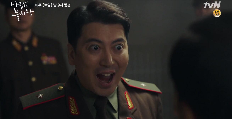 《上流寄生族》演員朴明勛亦有於《愛的迫降》飾演一角