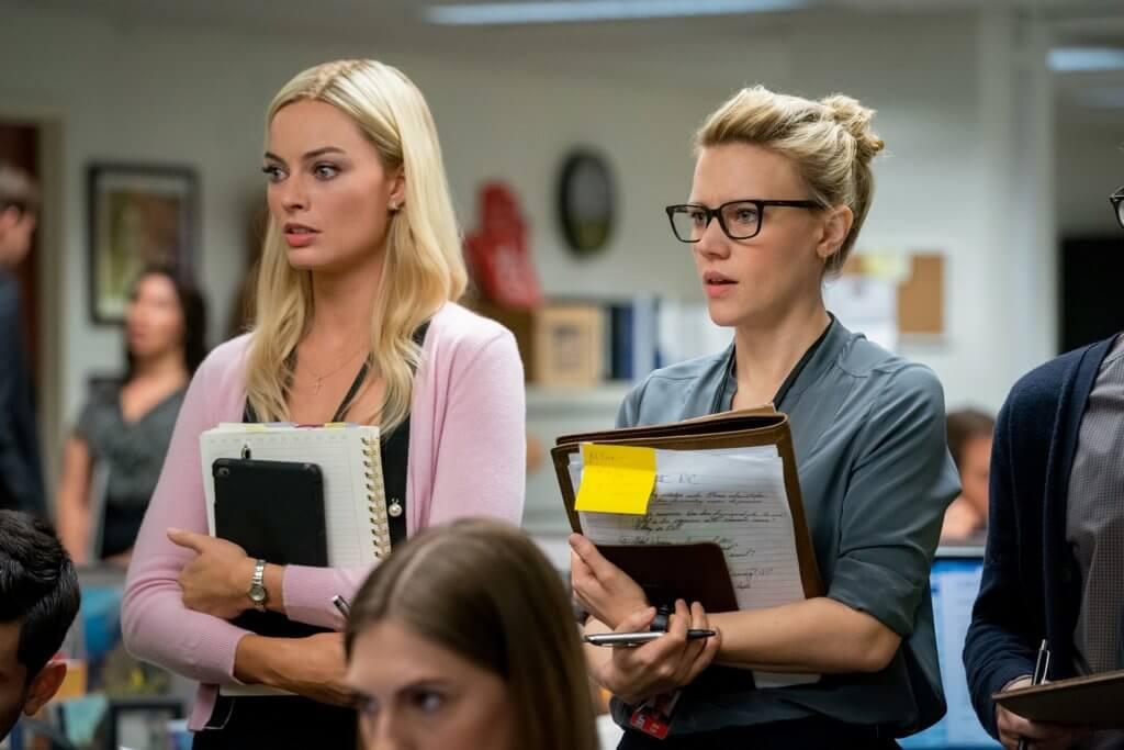 瑪歌(左)與同志女同事的交流,亦反映出當時霍士新聞台的種種問題。