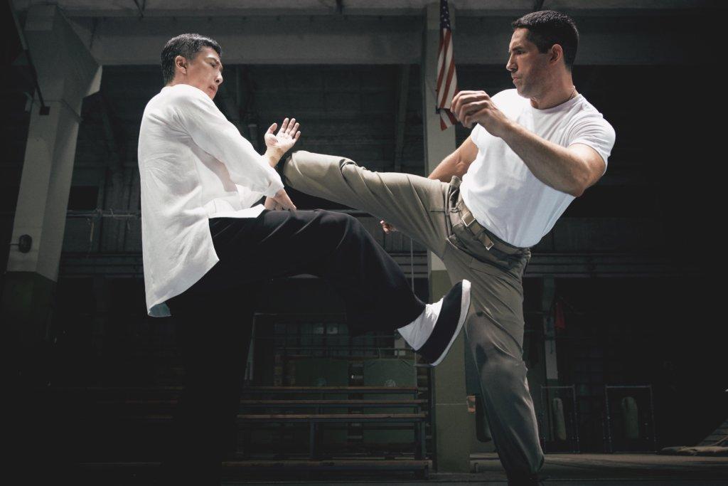 甄子丹與曾參與Marvel電影《奇異博士》的英國動作演員Scott Adkins合作。