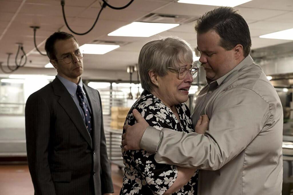 片中母子情賺人熱淚,扮演母親的嘉菲比絲(中)入圍金球最佳女配角,森洛維飾演的正義律師也精采。