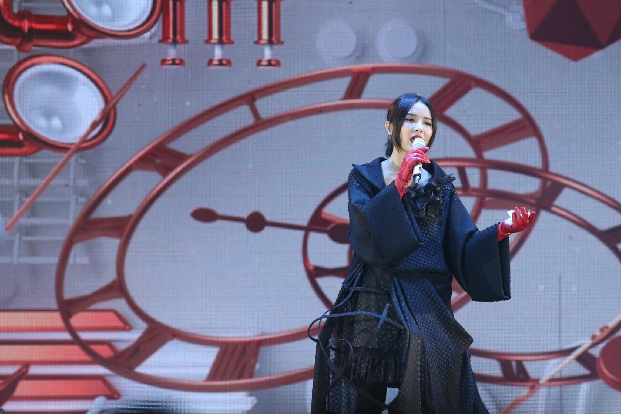 方皓玟迎戰容祖兒、鄭秀文和謝安琪爭奪「我最喜愛的女歌手」。